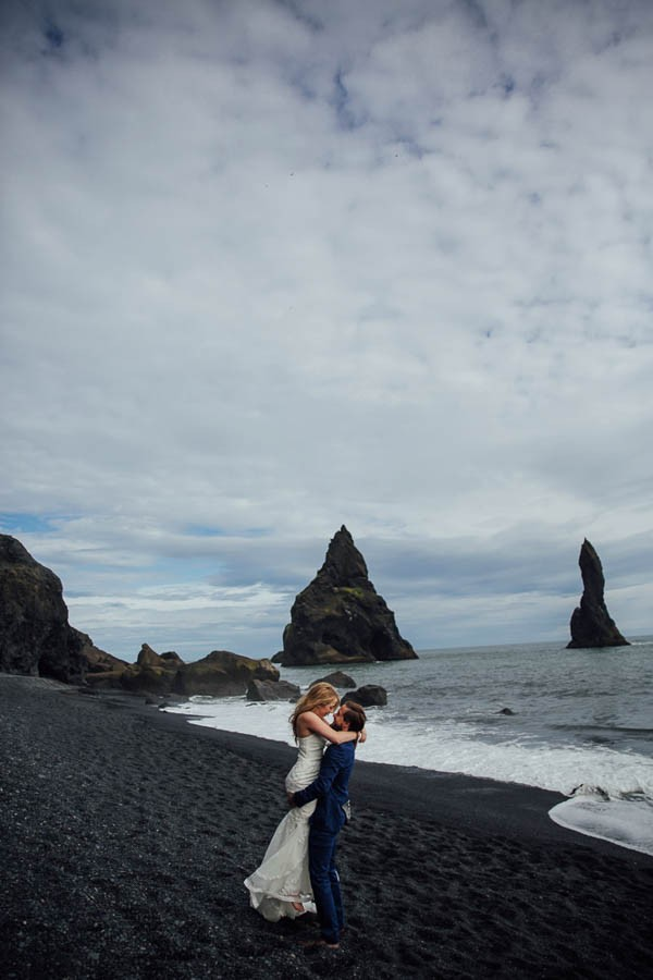 Boldly-Romantic-Icelandic-Elopement-in-the-Fjaorargljufur-Canyon-Nicole-Ashley-Photography-13-600x900